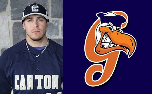 Torres Signs Professional Baseball Contract with Grays